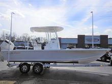 2017 Sea Pro 248 DLX BAY