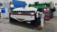 Hydraulic apron folding machine