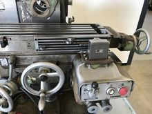 Milling machine with vertical h