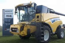 2005 New Holland CR 980 Combine