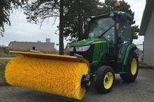 2016 John Deere 3045R Equipment