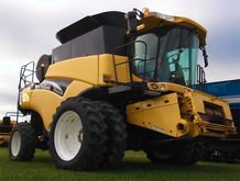 2002 New Holland CR960 Combine
