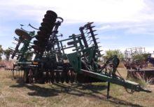 John Deere 726 Field Cultivator