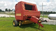 New Holland 660 Baler-Round
