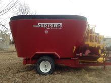 2002 Supreme 900T Feeder Wagon-