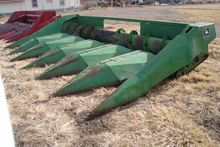 John Deere 654 Header-Corn