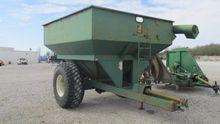 M & W 400 Grain Cart