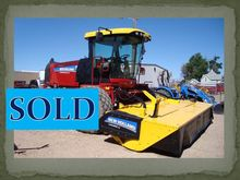 2014 New Holland SR200 Windrowe