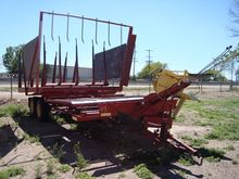 1971 New Holland 1044 Bale Wago