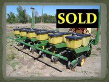 John Deere 7100 6Row Planter